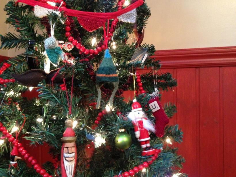 hat on tree 2